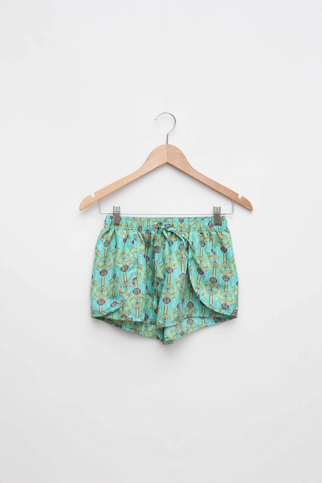Shorts verde estampado renner