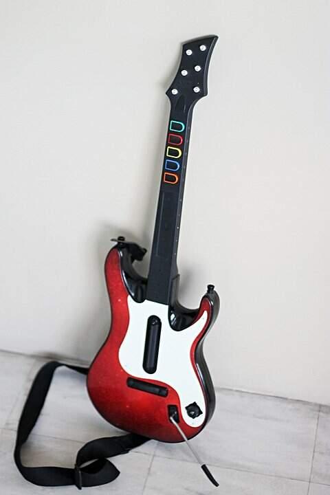 Banda Completa original do Guitar Hero World Tour para PS3 com Bateria, Guitarra, Microfone e Jogo _foto de costas