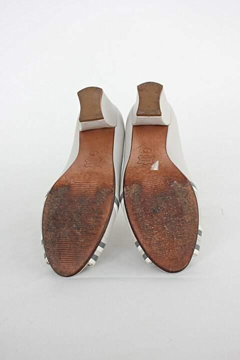 Peep toe de couro corello feminino cinza_foto de detalhe
