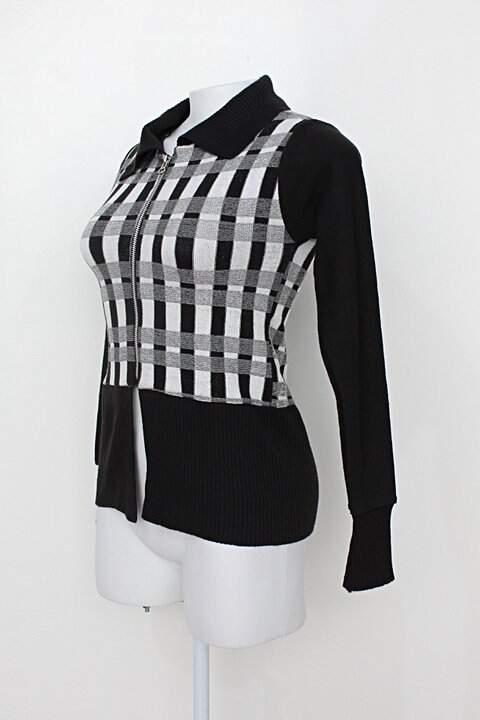 Blusa feminina preta e branca_foto de costas
