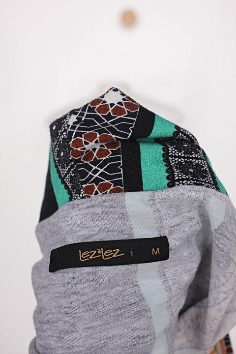 Blusa de malha lez a lez feminina com mix de estampas_foto de detalhe