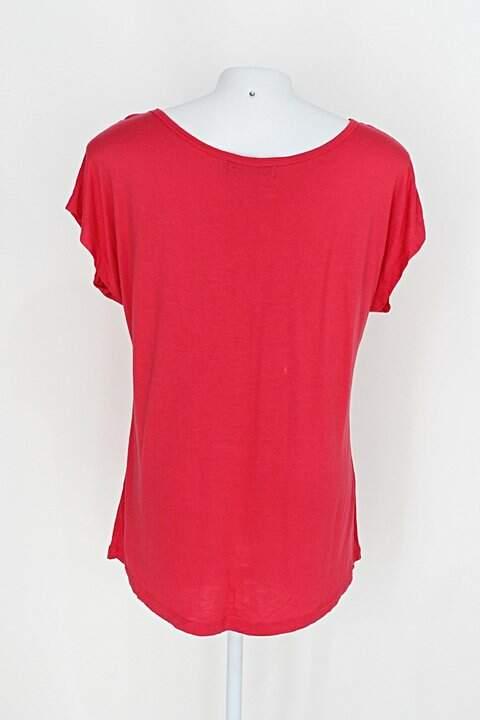 Baby Look simply basic feminina vermelha com Aplique_foto de costas