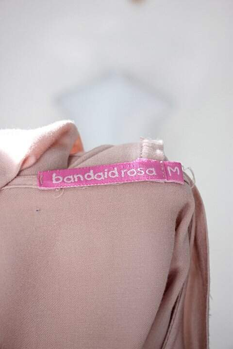 Blusa bandaid rosa feminina nude_foto de detalhe