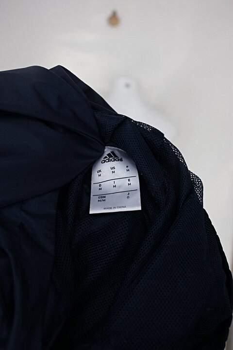 Jaqueta adidas feminina azul estampada_foto de detalhe