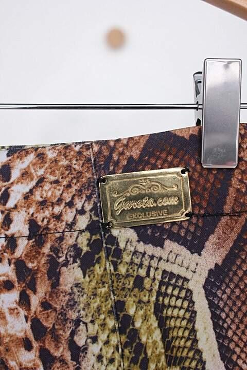 Shorts garota.com feminino com estampa animal print de cobra_foto de detalhe