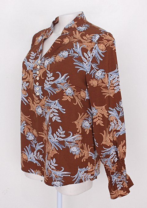 Blusa feminina marrom com estampa floral_foto de costas