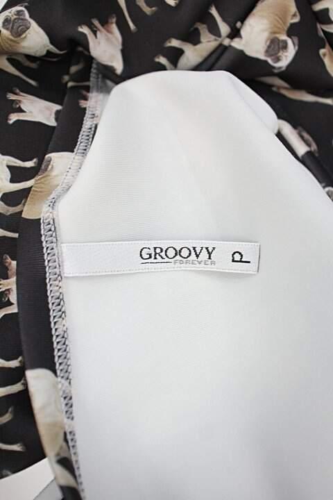 Vestido groovy feminino preto estampado_foto de detalhe