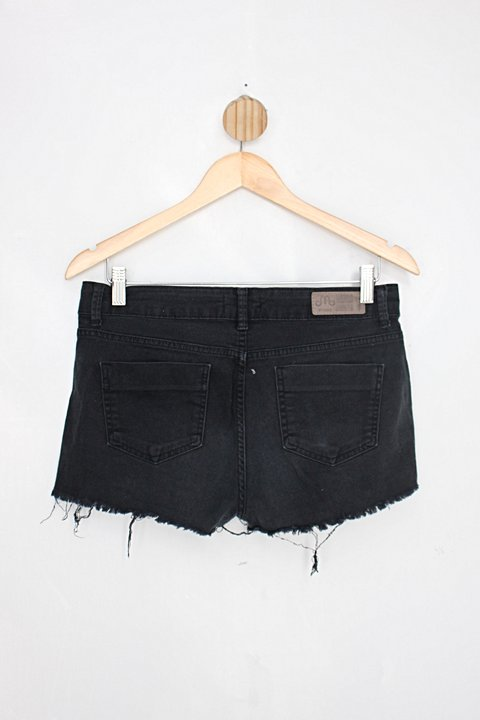 Shorts memme feminina preto de  sarja_foto de costas