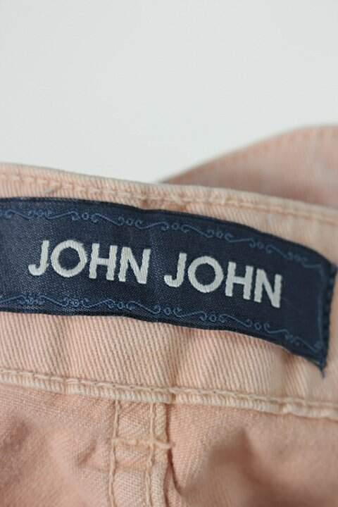 Calça de sarja john john feminina salmão com detalhes destroyed _foto de detalhe
