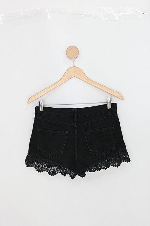 Shorts jeans feminino preto com Renda_foto de costas