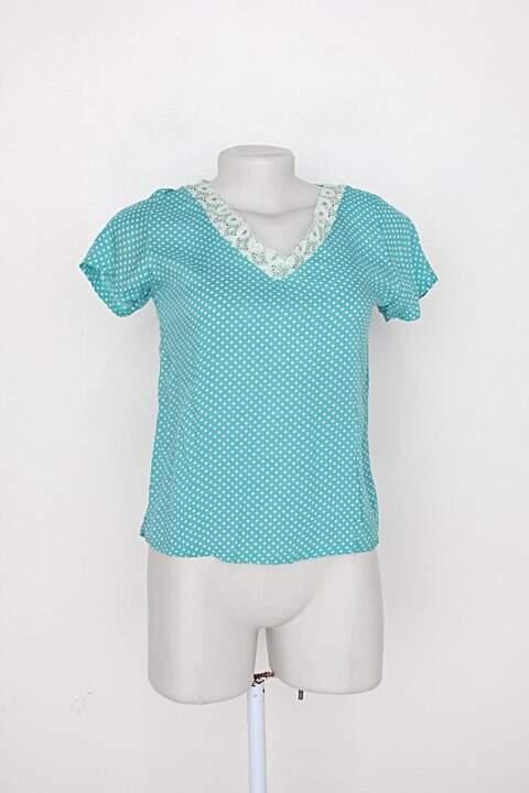 Camiseta feminina azul estampada_foto principal