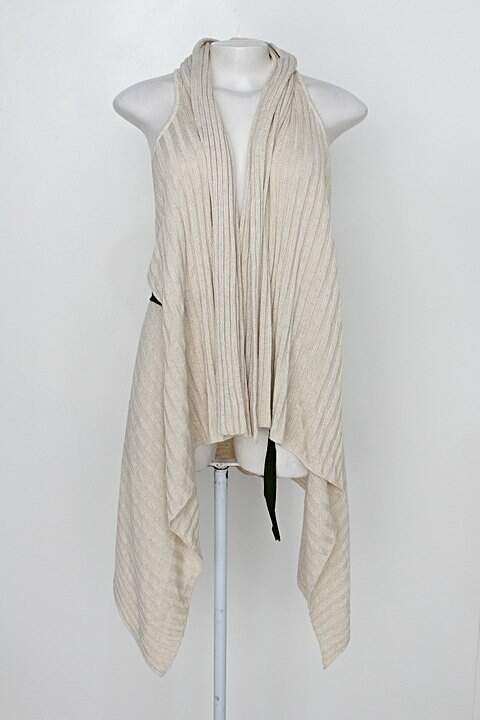 Colete de tricô isabela capeto feminino bege c/ faixa na cintura _foto principal