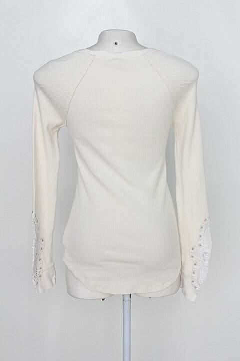 Blusa de tricô we the free feminina bege com renda_foto de costas