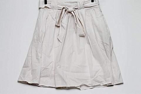 Saia Zara Branca Listrada _foto de frente
