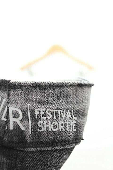 Shorts Curto Preto Vanir Festival Shortie_foto de costas