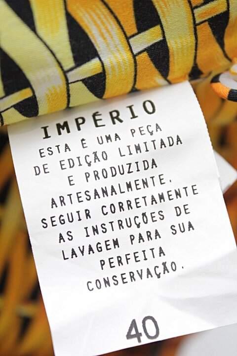 Vestido Estampado Amarelo André Lima  _foto de costas
