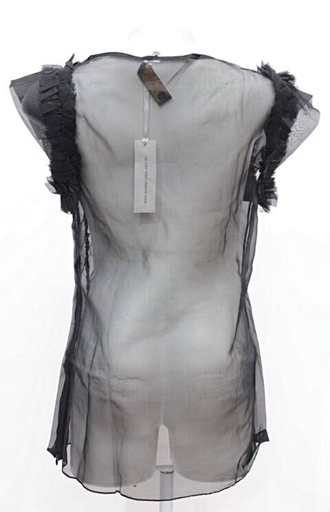 Blusa Preta Aurea Prates_foto de costas