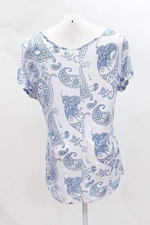Blusa Branca Arabescos Azul _foto de frente