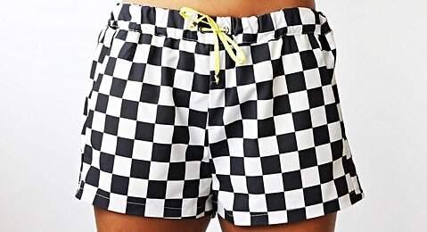 Shorts quadriculado preto e branco_foto de costas