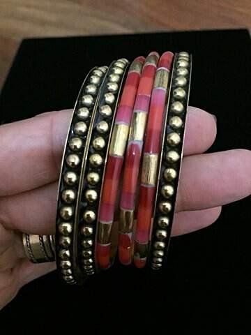 Conjunto Pulseiras Vermelhas e Douradas Envelhecidas_foto de frente