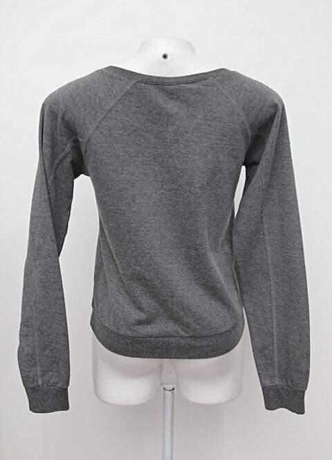Blusa manga longa cinza estampada c&a_foto de costas