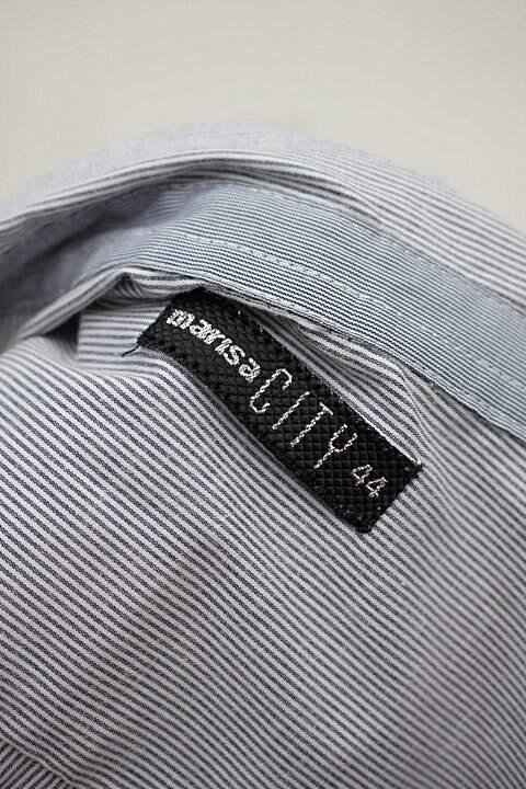 Camisa cinza listrada marisa_foto de detalhe
