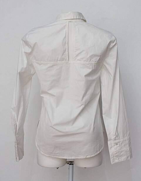Camisa branca shoulder_foto de costas