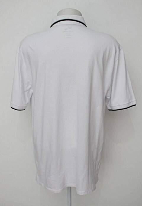 Camisa Polo branca base jeans_foto de costas