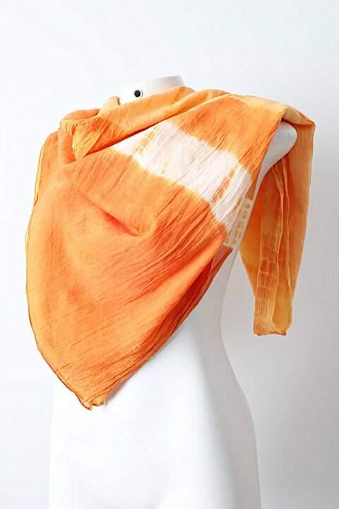 Lenço Tie Dye Laranja _foto de frente